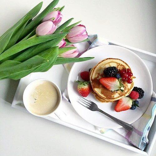 весенний завтрак в кофейне
